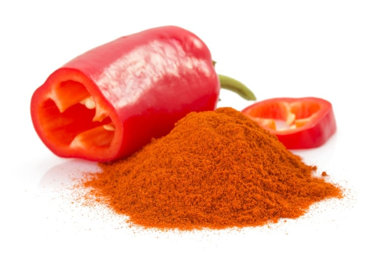 Powdered and fresh paprika peppers